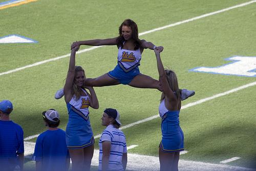 ucla-cheerleaders