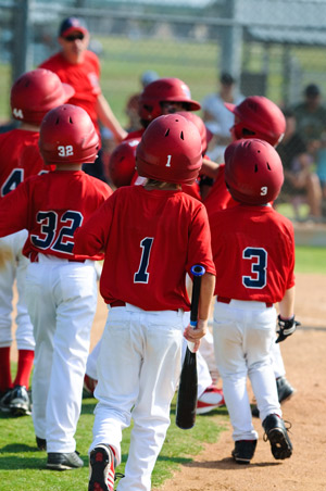 5 Ways to Encourage Team Building in Youth Baseball